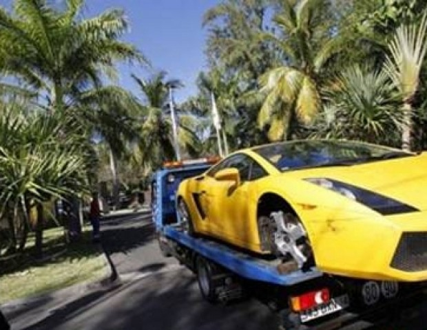 Footballers Who've Crashed Their Expensive Cars